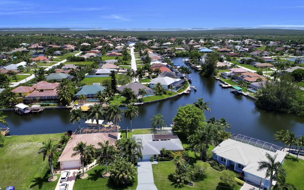2218 SW 52nd Ln, Cape Coral - House For Sale 2132211525