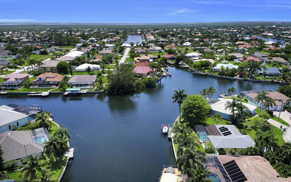 2218 SW 52nd Ln, Cape Coral - House For Sale 425014945