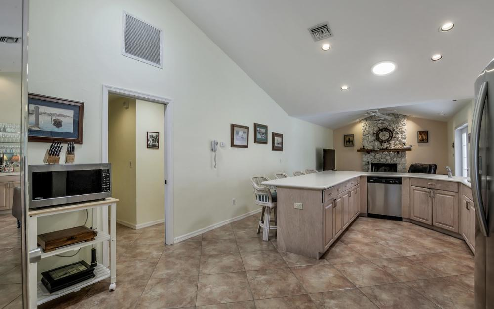 1184 Whiteheart Ct, Marco Island - Home For Sale 66814132