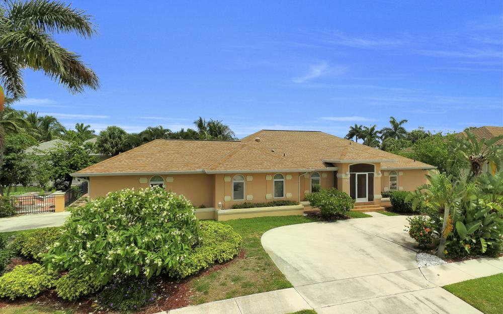 1184 Whiteheart Ct, Marco Island - Home For Sale 65935377
