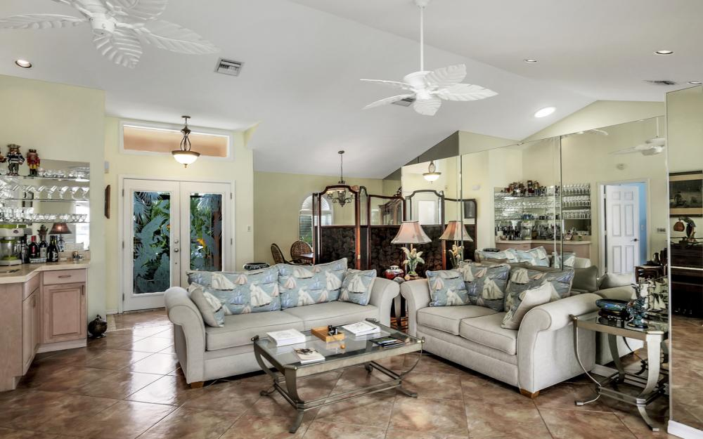 1184 Whiteheart Ct, Marco Island - Home For Sale 816095234