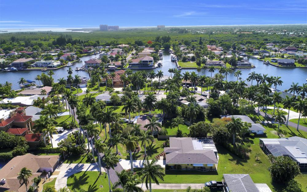 233 Bayshore Dr, Cape Coral - Home For Sale 1687957639