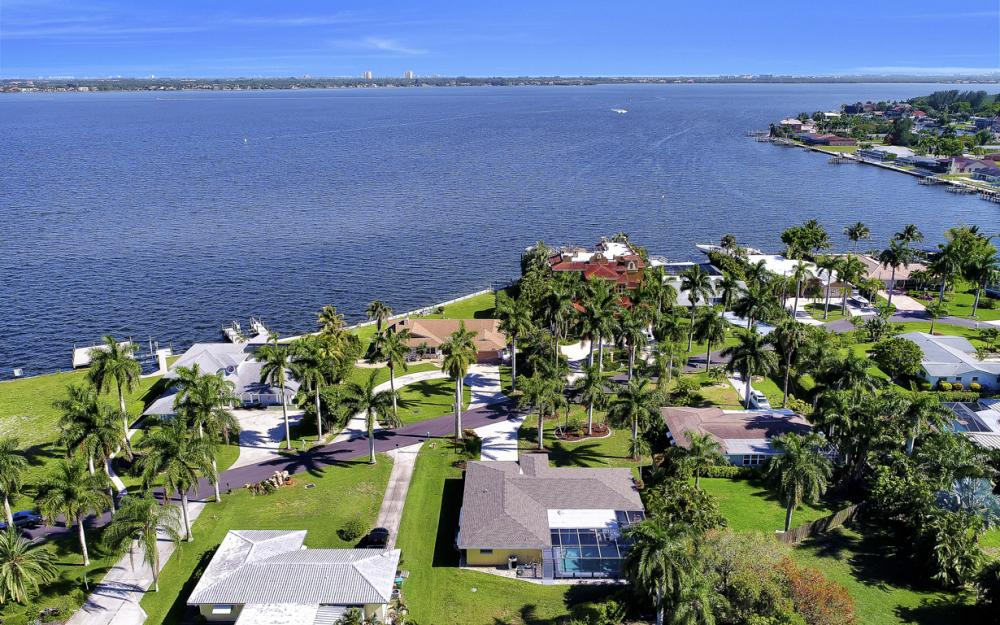 233 Bayshore Dr, Cape Coral - Home For Sale 105249542