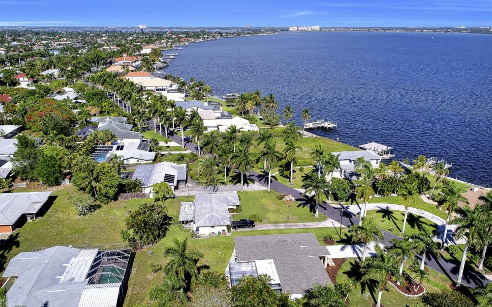 233 Bayshore Dr, Cape Coral - Home For Sale 1334039920