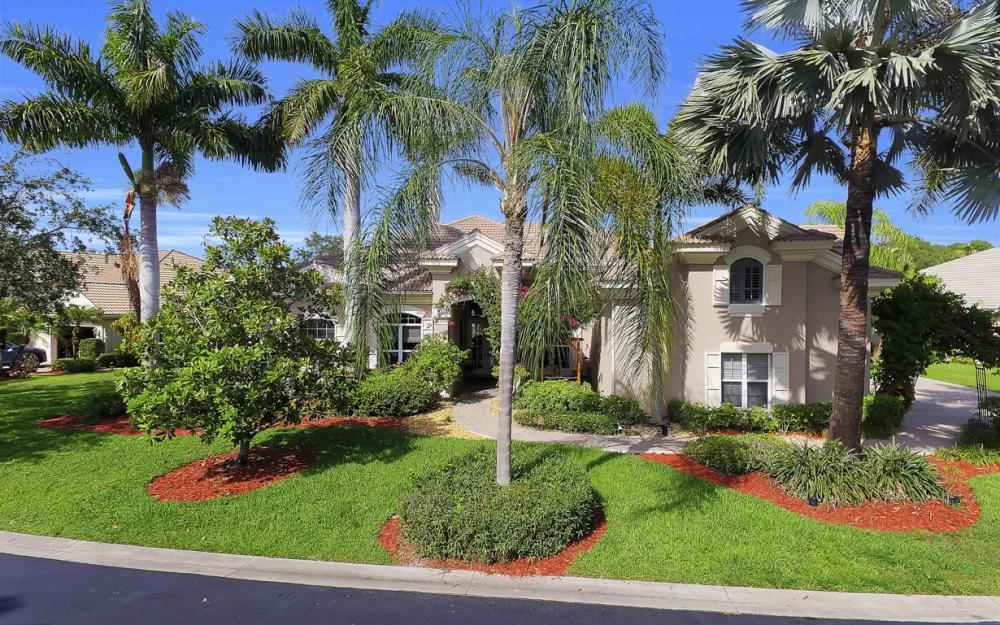 621 Shoreline Dr, Naples - Home For Sale 551477593
