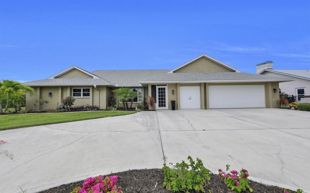 2274 SE 27th St, Cape Coral - Home For Sale 757793531