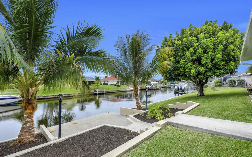 2274 SE 27th St, Cape Coral - Home For Sale 884923710