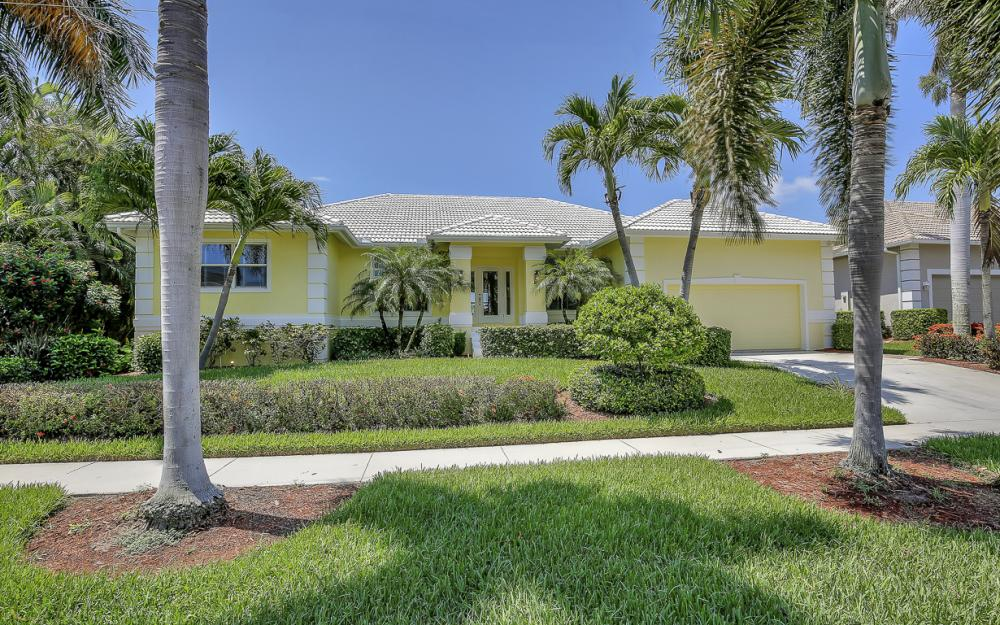 1110 Twin Oak Ct, Marco Island - Home For Sale 801121213