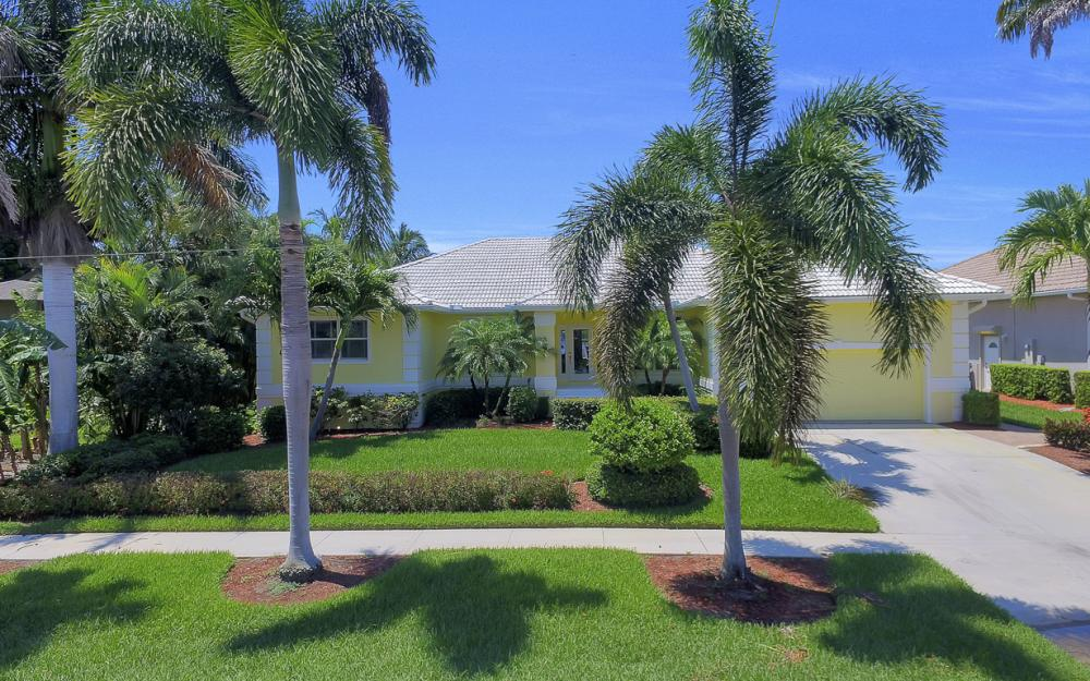 1110 Twin Oak Ct, Marco Island - Home For Sale 711929512