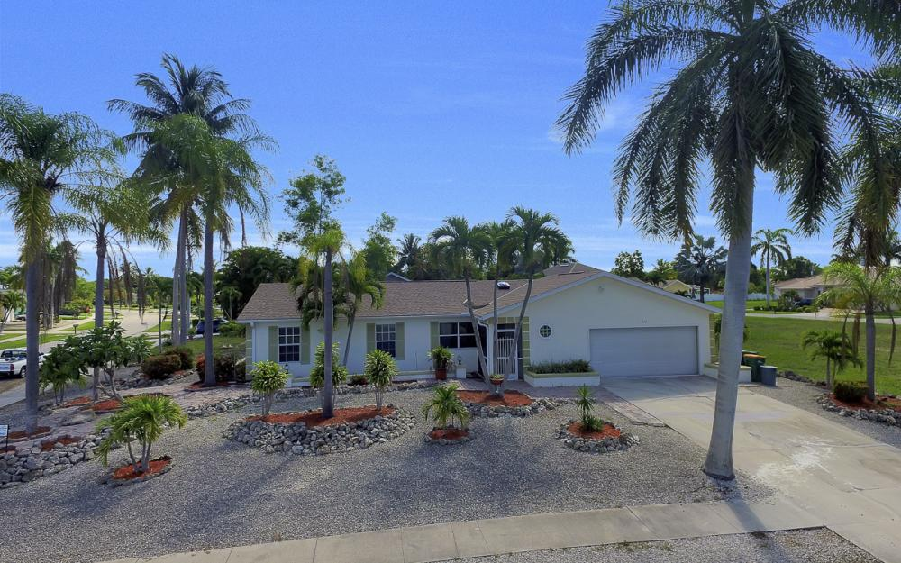 211 Kirkwood St, Marco Island - Home For Sale 1299704884