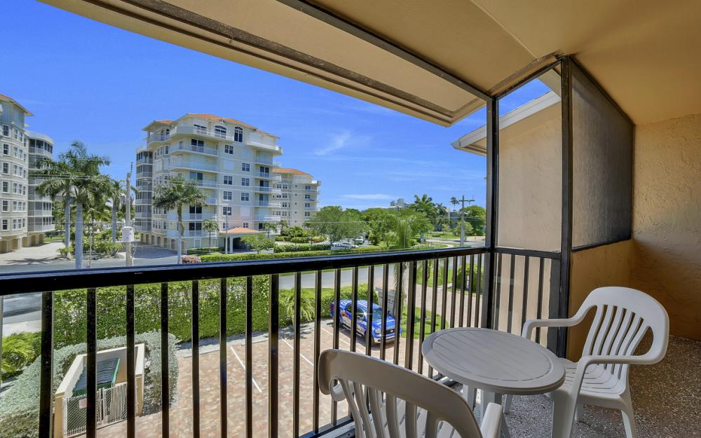 1130 Swallow Ave, Marco Island - Home For Sale 691240080