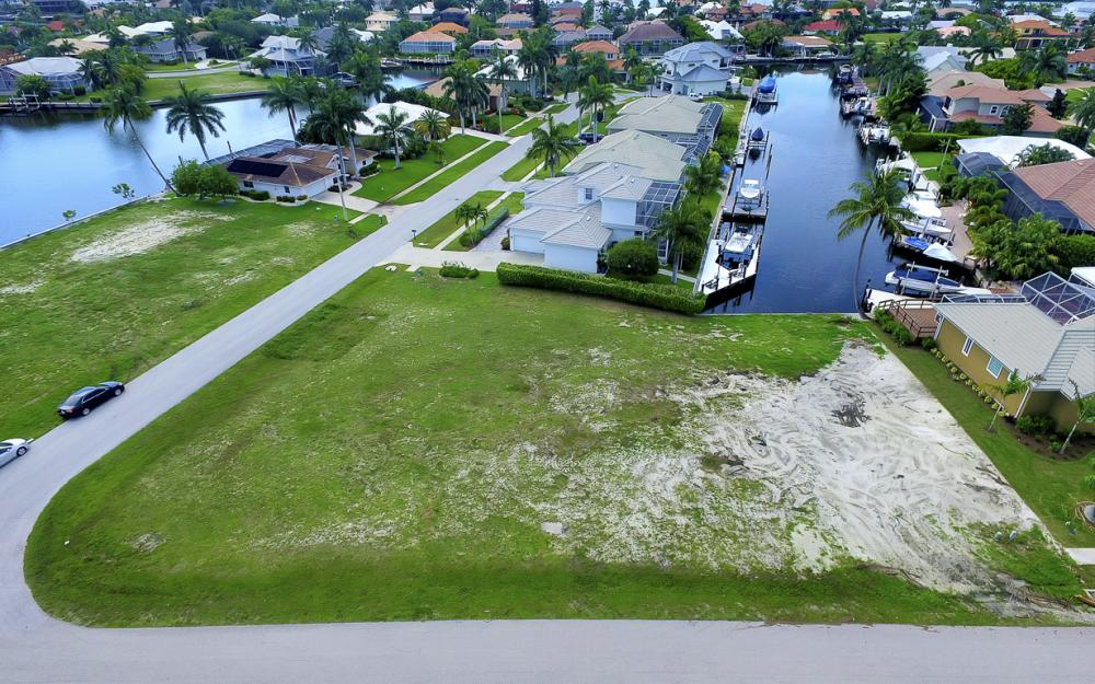698 Cameo Ct, Marco Island - Lot For Sale 293931707