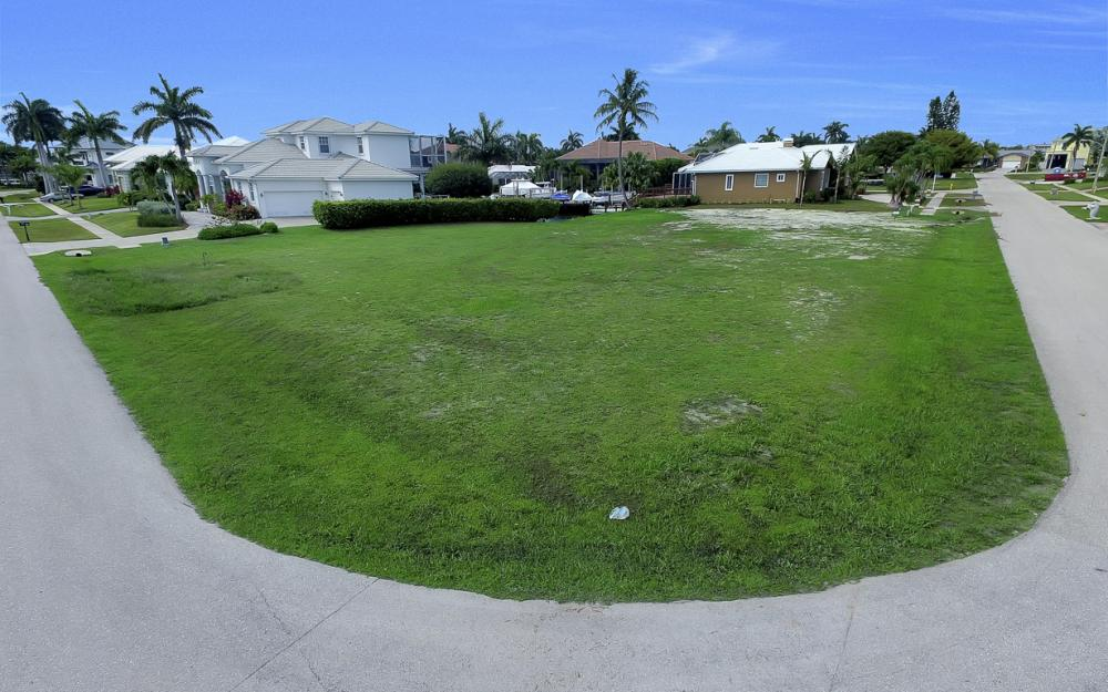 698 Cameo Ct, Marco Island - Lot For Sale 2073586809