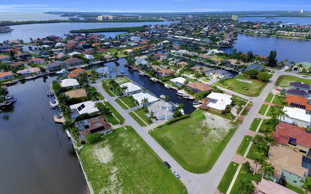 698 Cameo Ct, Marco Island - Lot For Sale 1370190051