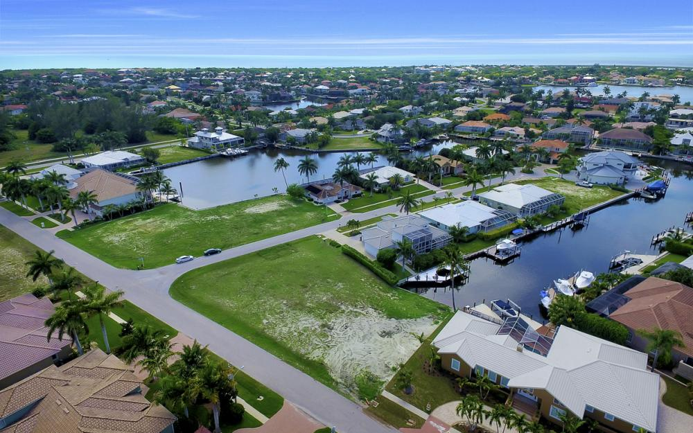 698 Cameo Ct, Marco Island - Lot For Sale 1031615265