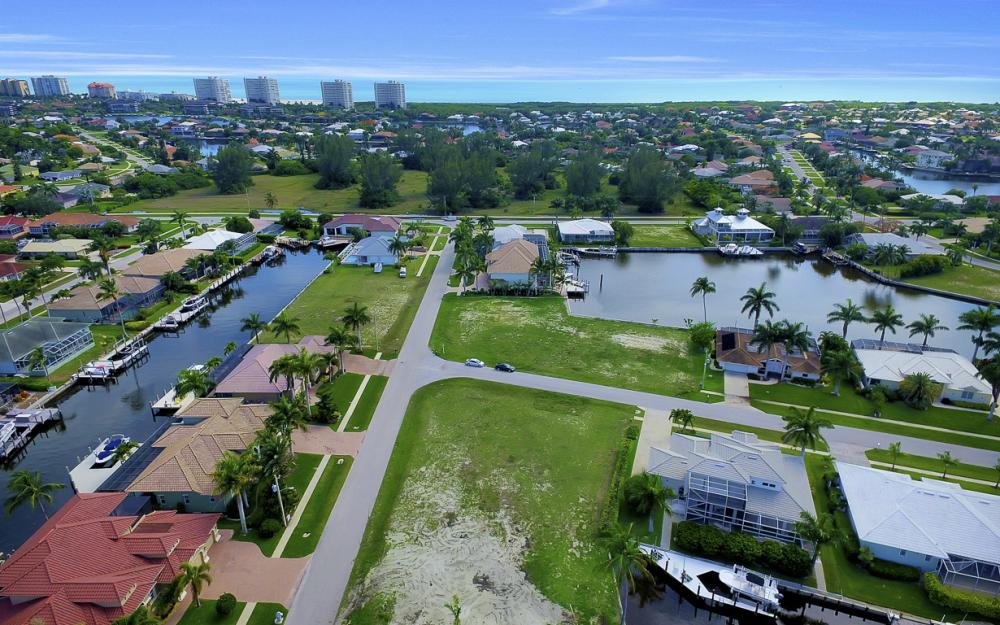 698 Cameo Ct, Marco Island - Lot For Sale 1185243736