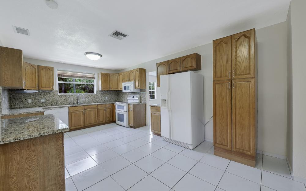331 17th St NW, Naples - Home For Sale 970028548