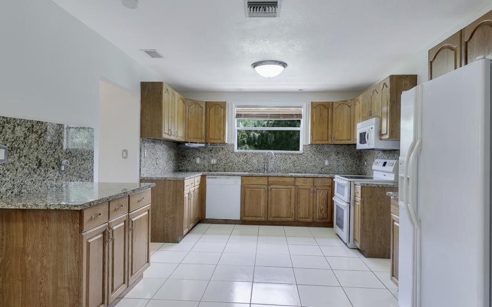 331 17th St NW, Naples - Home For Sale 91331858
