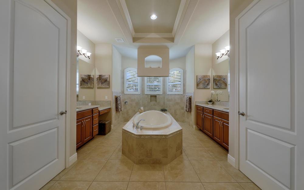 5231 SW 28th Pl, Cape Coral - Luxury Home For Sale 1764306025