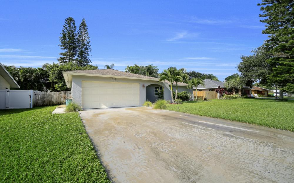 118 Willowick Dr, Naples - Home For Sale 815955456