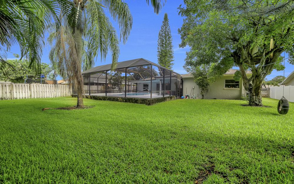 118 Willowick Dr, Naples - Home For Sale 60433582