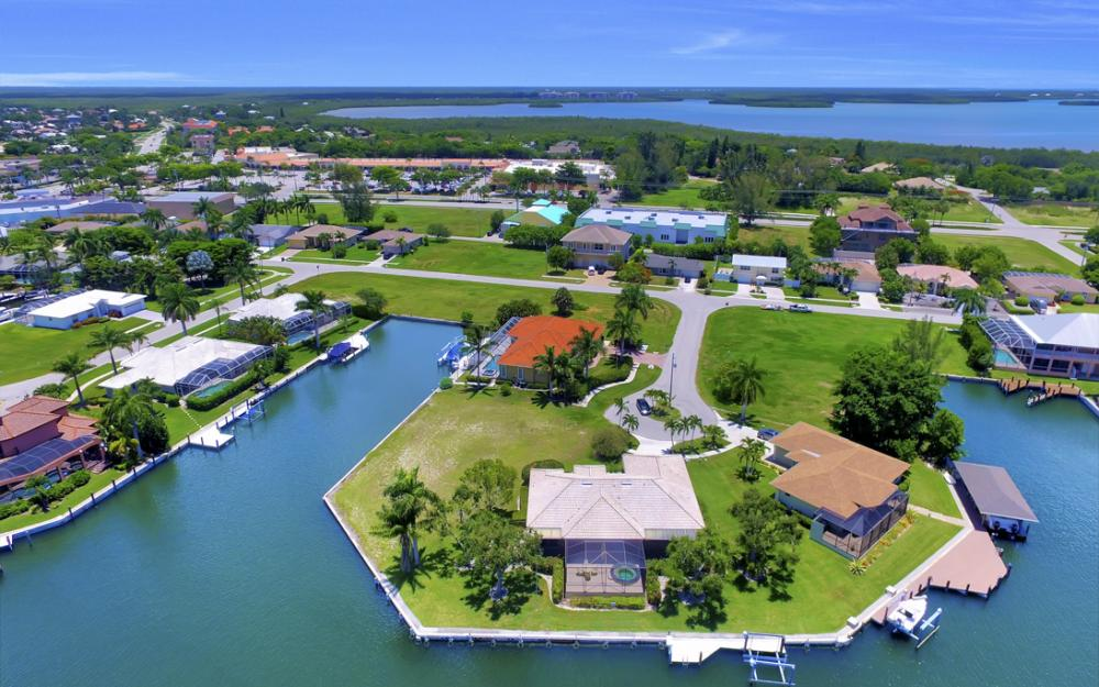 1710 Canary Ct, Marco Island - Home For Sale 216418421
