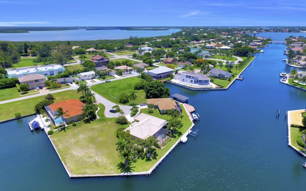 1710 Canary Ct, Marco Island - Home For Sale 1733938068