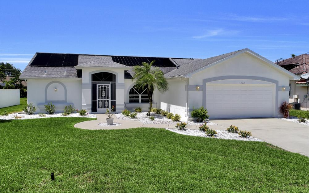 1323 SE 31st Ter, Cape Coral - Home For Sale 2011672156