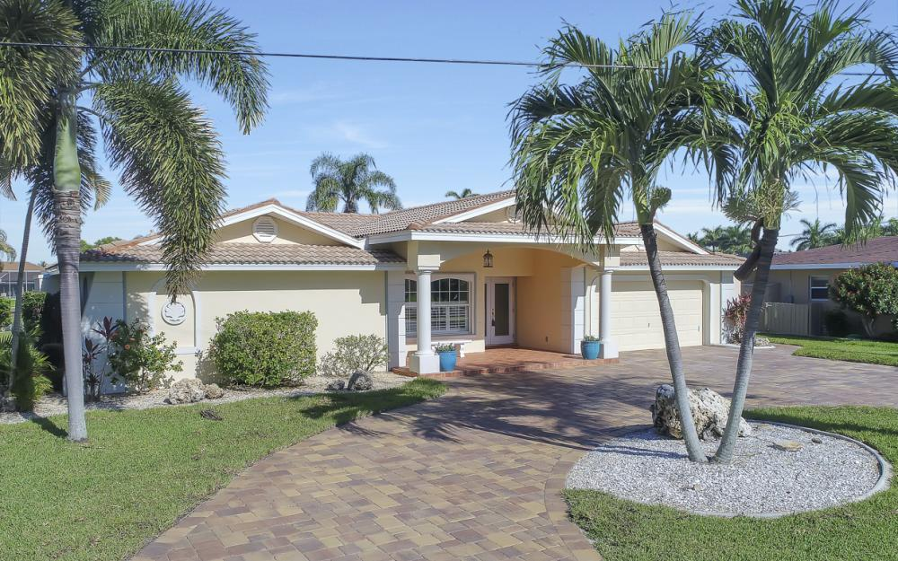 3710 SE 21st Ave, Cape Coral - Home For Sale 184729001