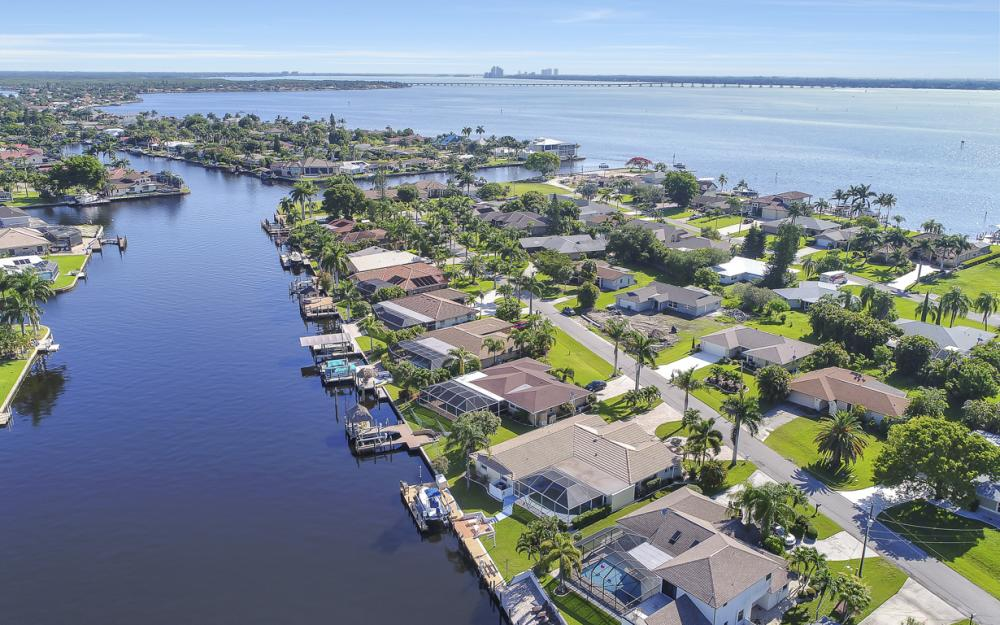 3710 SE 21st Ave, Cape Coral - Home For Sale 1213491266