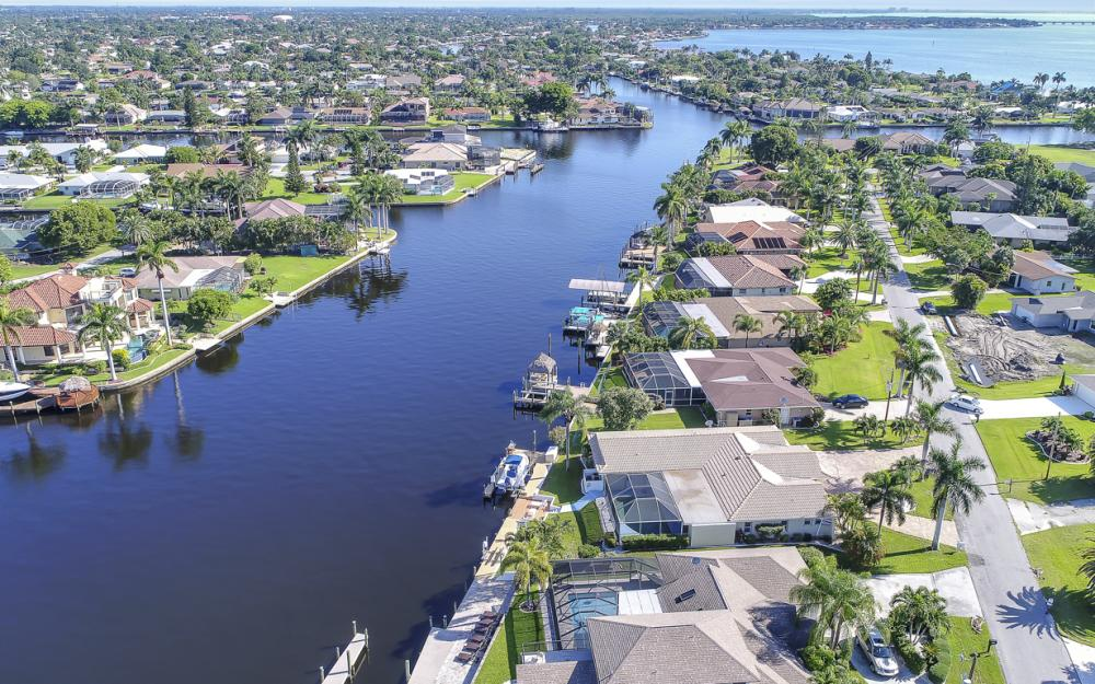3710 SE 21st Ave, Cape Coral - Home For Sale 1749303588