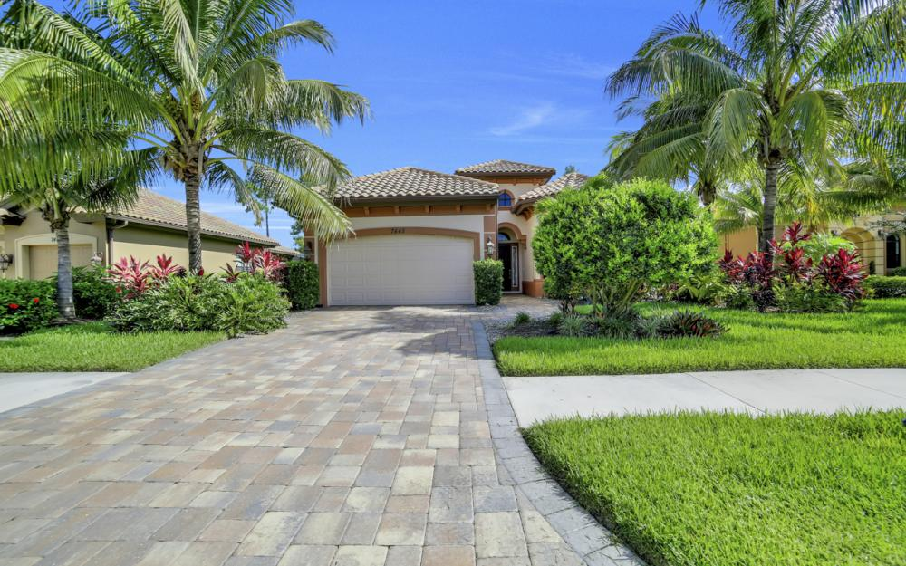 7445 Acorn Way, Naples - Home For Sale 988736208