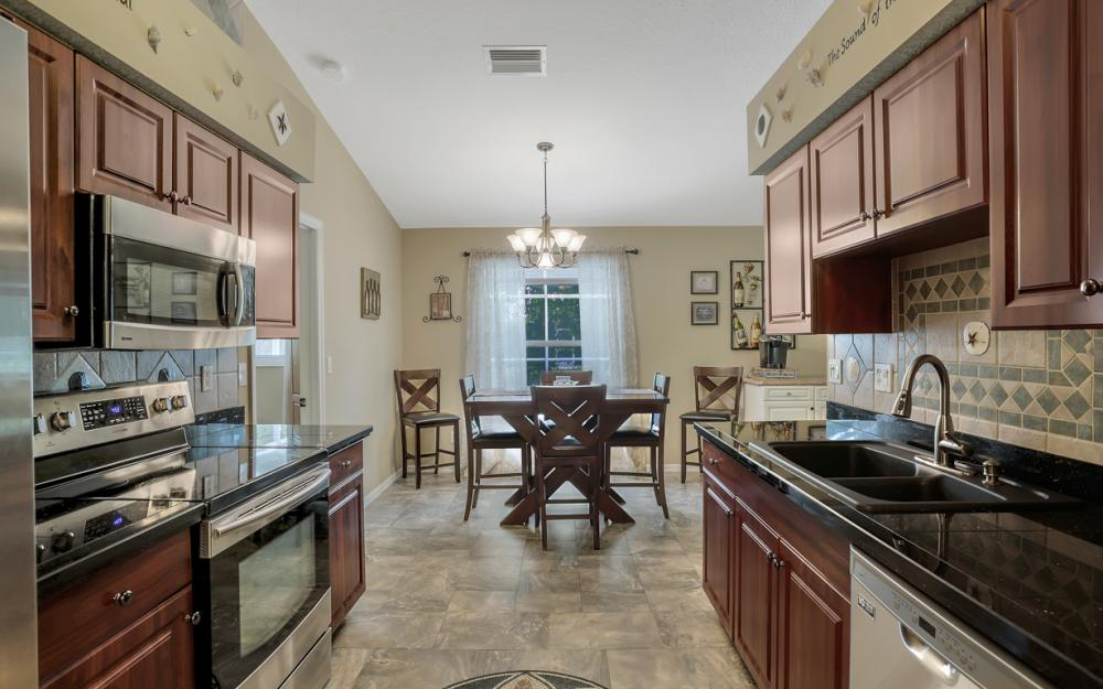 910 SW 37th Ter, Cape Coral - Home For Sale 63769710