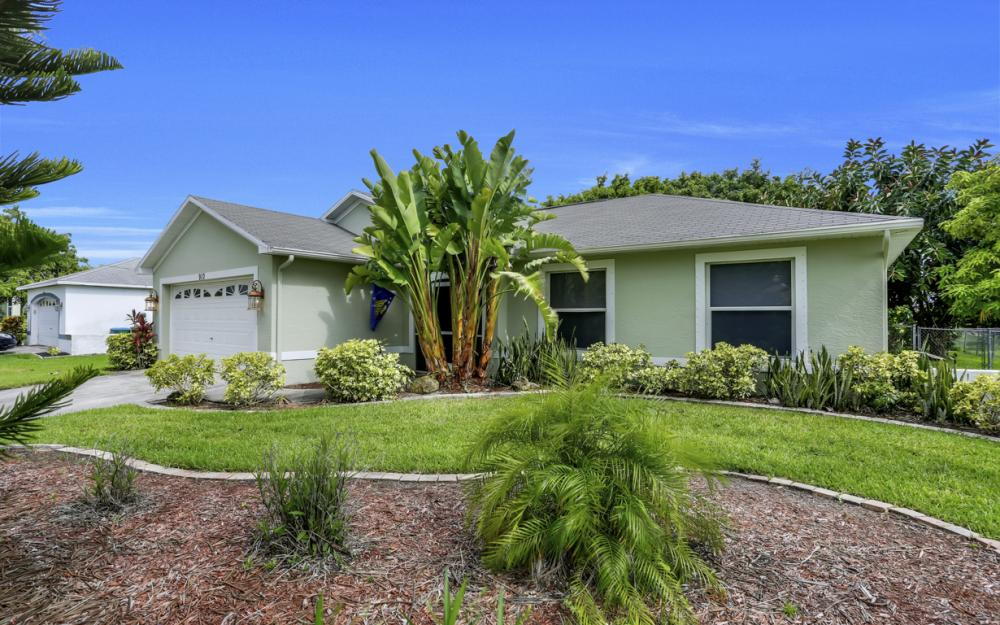 910 SW 37th Ter, Cape Coral - Home For Sale 1755588887