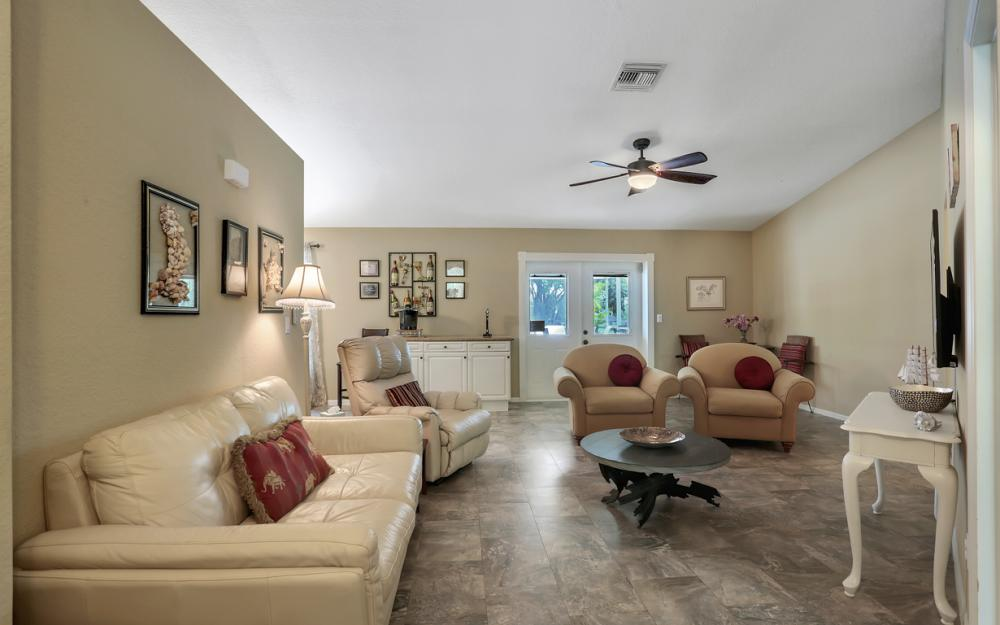 910 SW 37th Ter, Cape Coral - Home For Sale 724907152