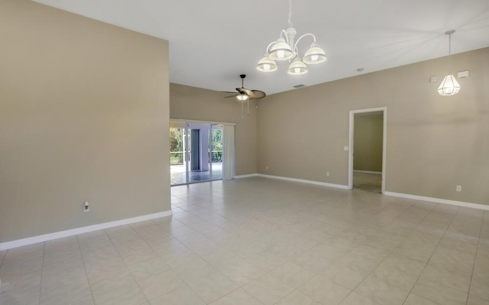 12705 Aston Oaks Dr, Fort Myers - Home For Sale 806175447