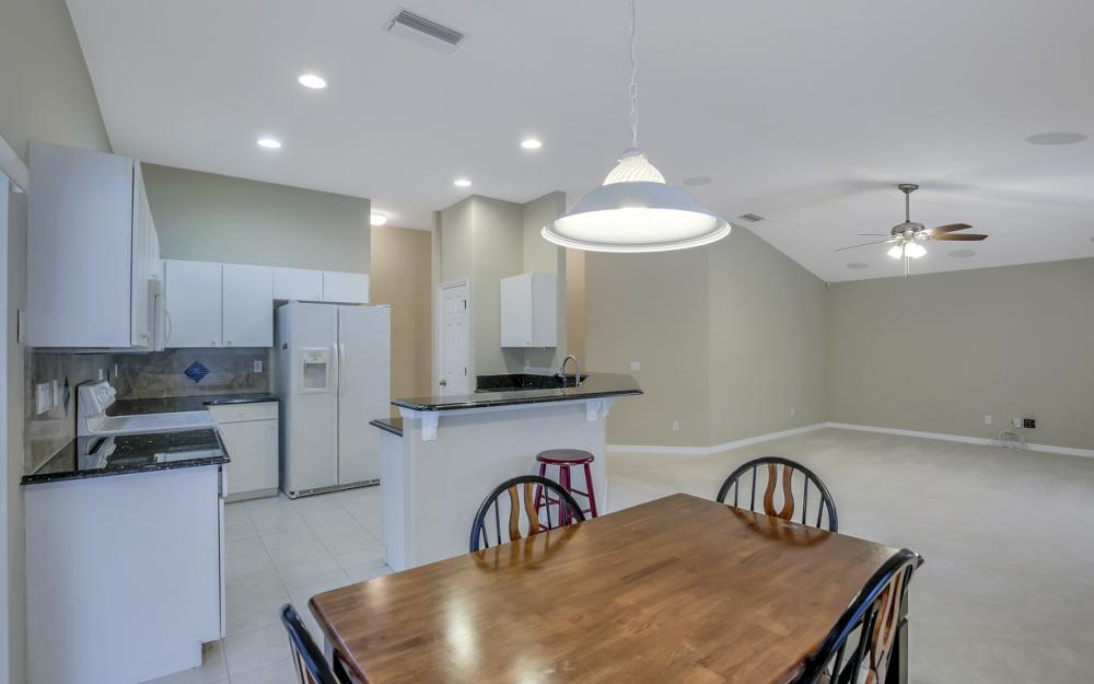 12705 Aston Oaks Dr, Fort Myers - Home For Sale 80770836