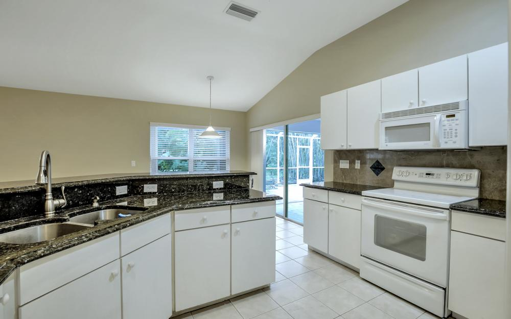 12705 Aston Oaks Dr, Fort Myers - Home For Sale 2031176651
