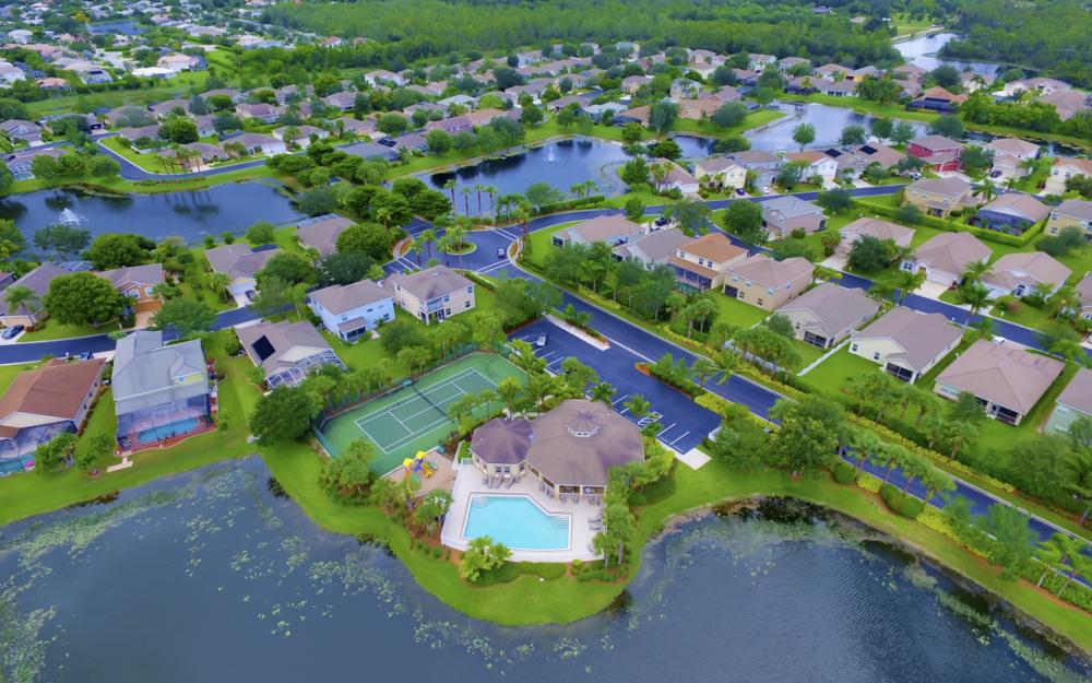 12705 Aston Oaks Dr, Fort Myers - Home For Sale 1054184647