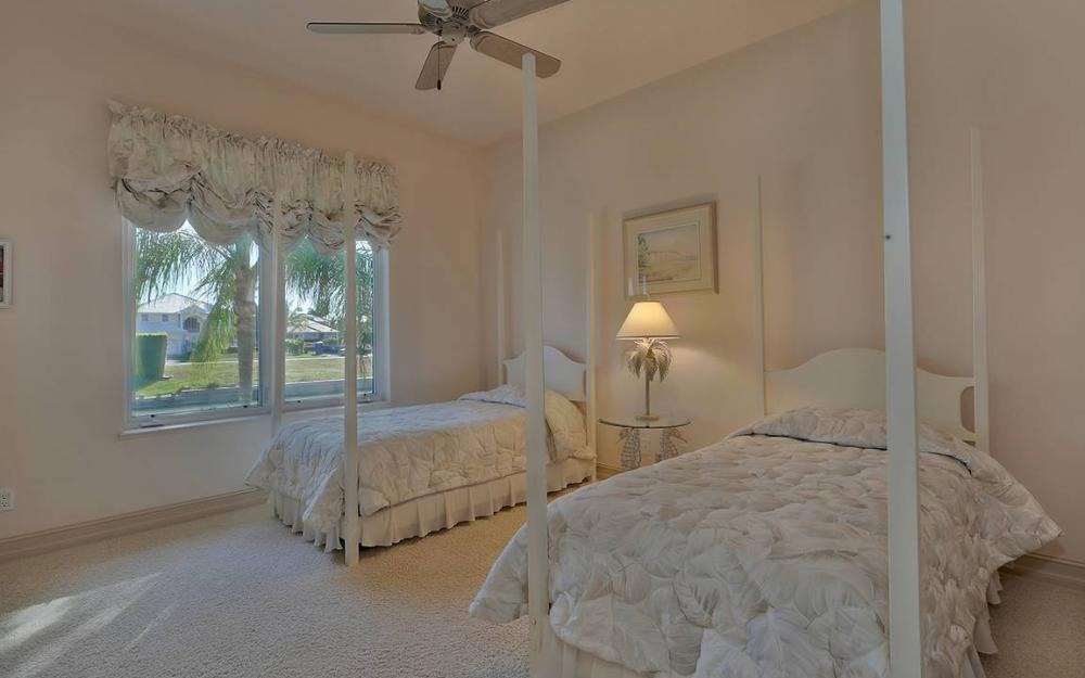 481 Thorpe Ct, Marco Island - House For Sale 45032002