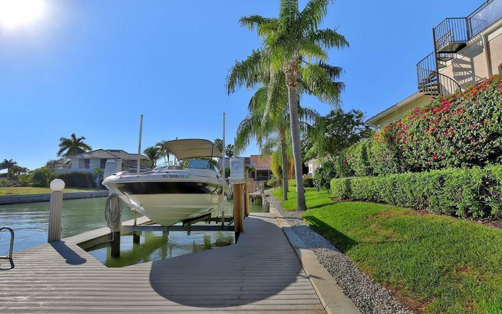 481 Thorpe Ct, Marco Island - House For Sale 889530184