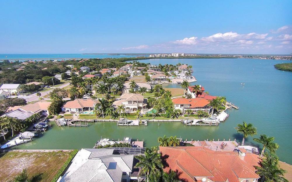 481 Thorpe Ct, Marco Island - House For Sale 2138943197