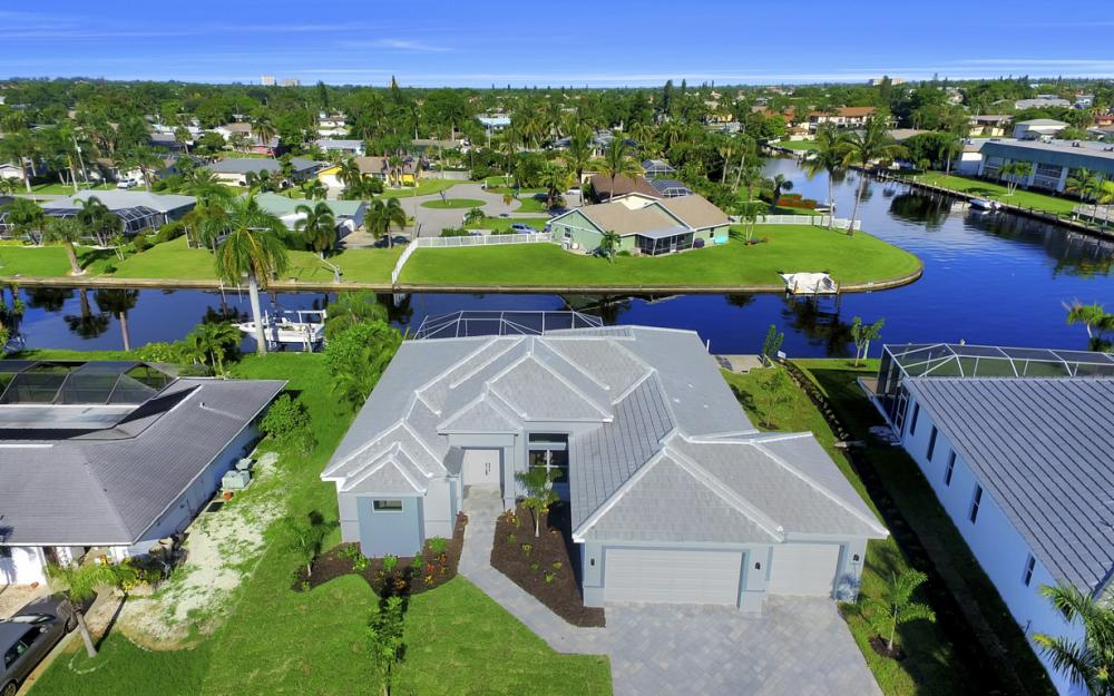 1404 Wellington Ct, Cape Coral - Home For Sale 123324599