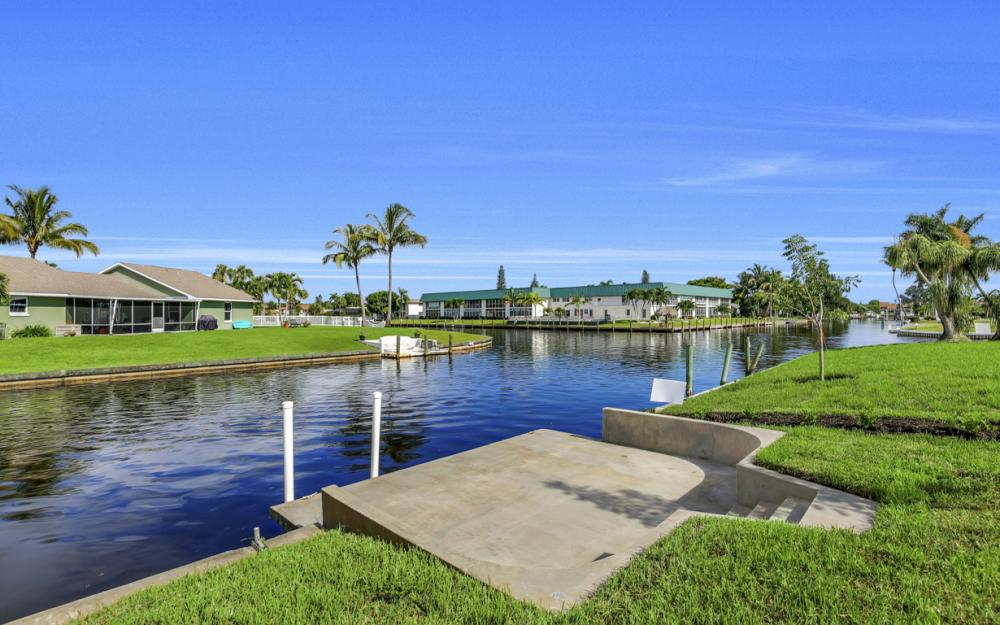 1404 Wellington Ct, Cape Coral - Home For Sale 292940244