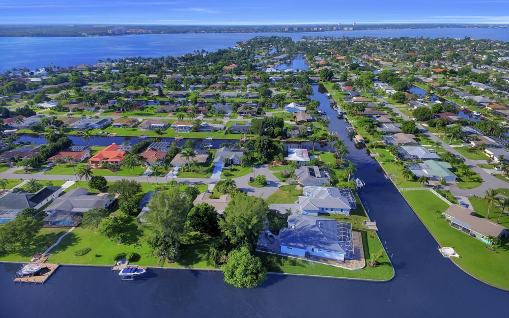 1404 Wellington Ct, Cape Coral - Home For Sale 560892366