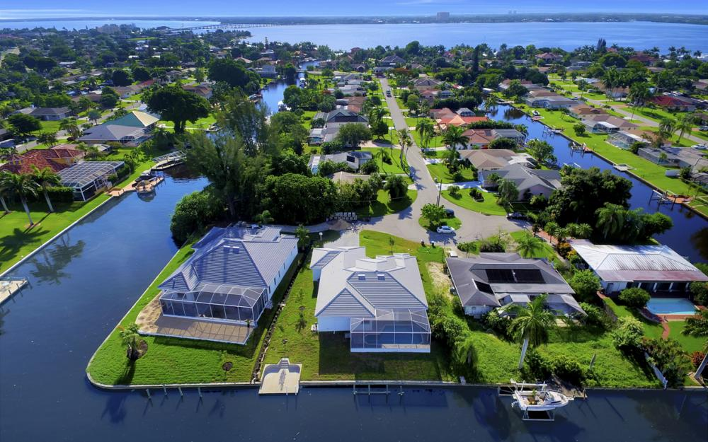 1404 Wellington Ct, Cape Coral - Home For Sale 41161571