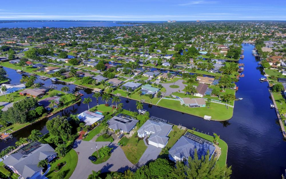 1404 Wellington Ct, Cape Coral - Home For Sale 1841894929