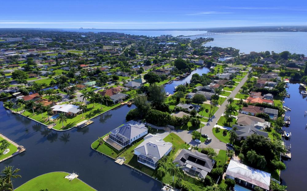 1404 Wellington Ct, Cape Coral - Home For Sale 1879900037