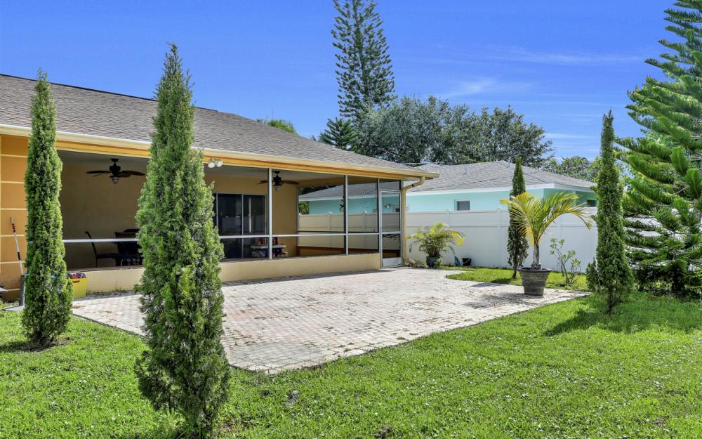 132 Kirtland Dr, Naples - Home For Sale 477330978
