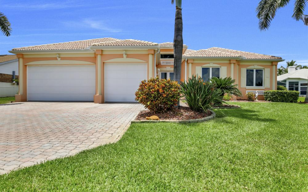 2931 Surfside Blvd, Cape Coral - Home For Sale 215132253